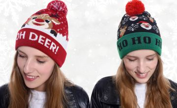 £4.99 instead of £19.78 (from Turbo Dealz) for a knitted Christmas hat with LED lights - save 75%