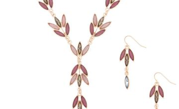 Go to Product: Gold Romantic Vine Jewellery Set - Lilac