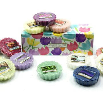 £7.99 instead of £20 for 10 assorted Yankee Candle wax melts in a floral gift-box from Yankee Bundles - save 60%