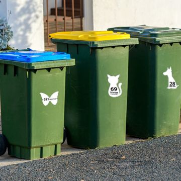 £3.99 instead of £16.99 (from DecoMatters) for a set of six personalised wheelie bin stickers - save 77%