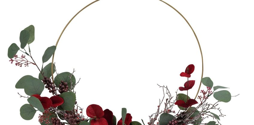 Argos Home Berry Christmas Eucalyptus Berry Wreath from Argos
