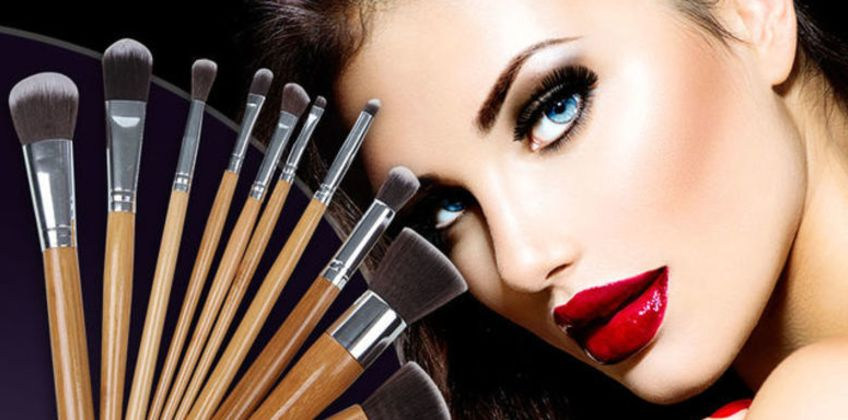 £6 instead of £59.99 for a 10-piece makeup brush set - plus carry bag from Forever Cosmetics - save 90% from Wowcher