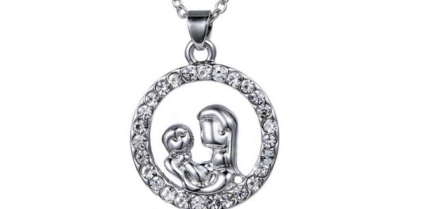 £3.99 for a mother & baby crystal pendant from Solo Act Ltd from Wowcher