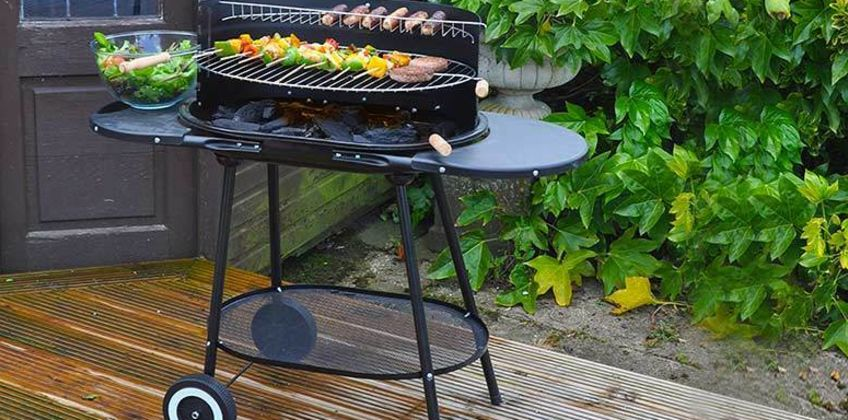 £28 instead of £99.99 (from Groundlevel) for a family-size oval BBQ with wheels - get cooking outdoors and save 72% from Wowcher