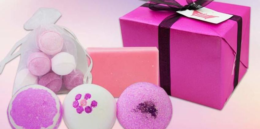From £6.99 instead of £17 (from Bathtime Boutique) for a bath bomb and soap set - save 59% from Wowcher