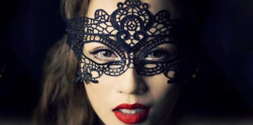 £2.49 instead of £19.99 for a women's lace masquerade mask from ViVo Technologies - save 88% from Wowcher