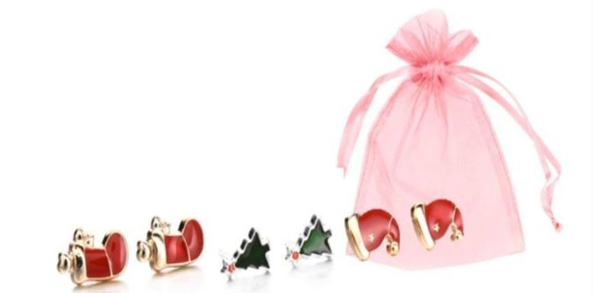 £3.99 instead of £18 for a three-pair set of Christmas Earrings from Solo Act Ltd - save 78% from Wowcher