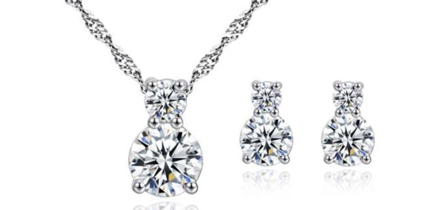 £10 instead of £69 for a brilliance clear crystal pendant and earring set from Genova International Ltd - save 86% from Wowcher
