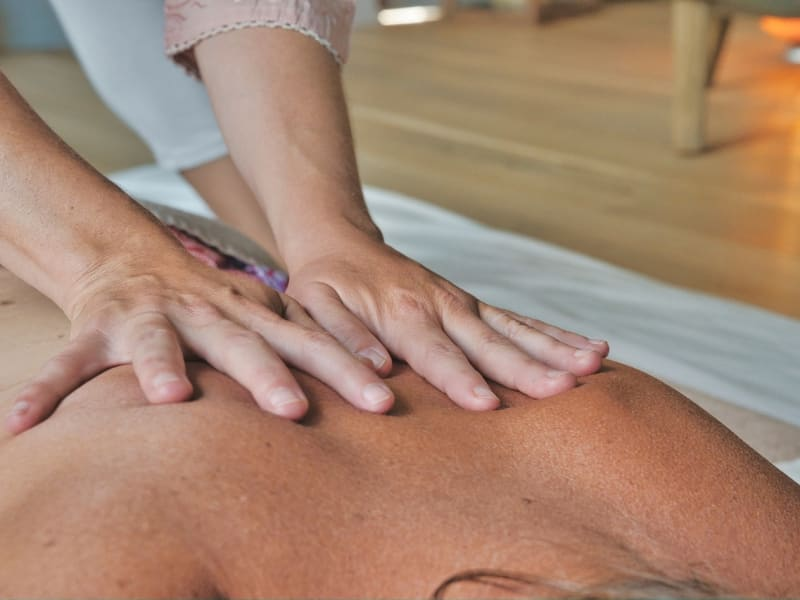 Imagem de destaque do post Conheça os benefícios da massagem redutora para a perda de medidas