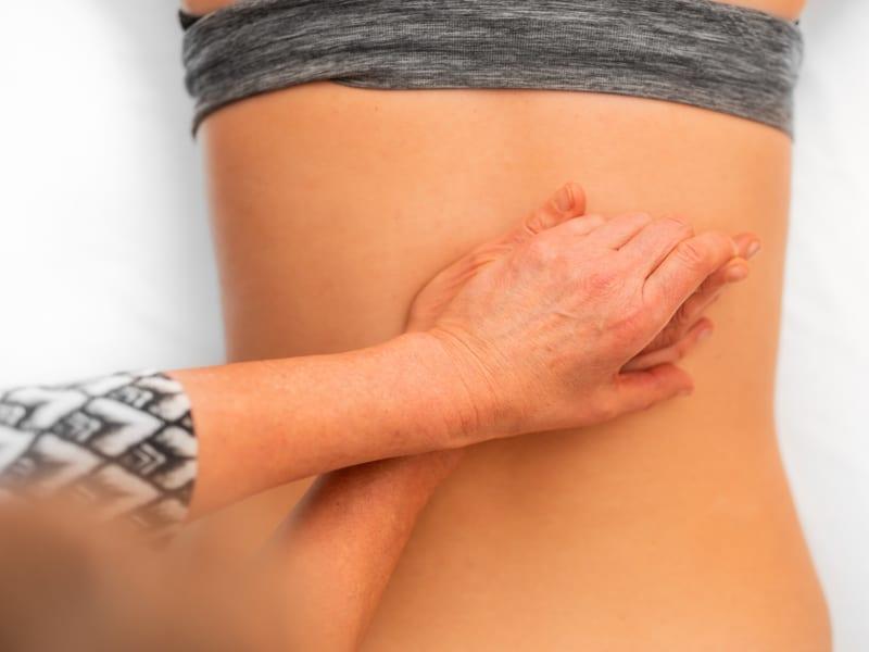 Imagem de destaque do post Drenagem linfática manual: bem-estar e saúde
