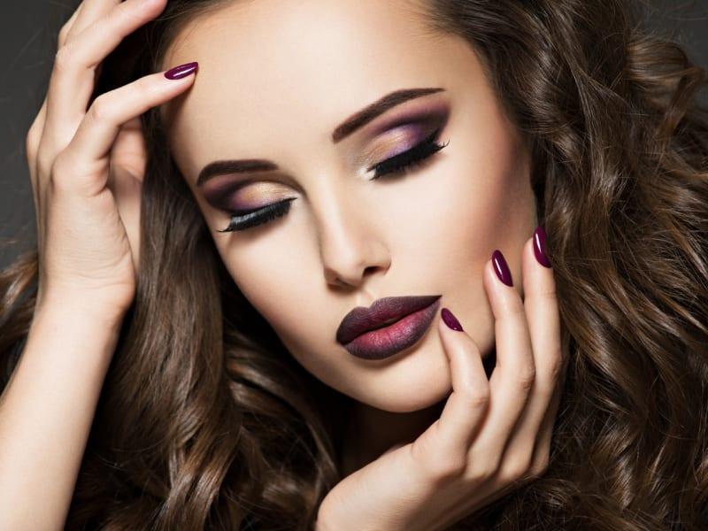 Imagem de destaque do post Maquiagem para festa: inspirações, dicas e truques para arrasar