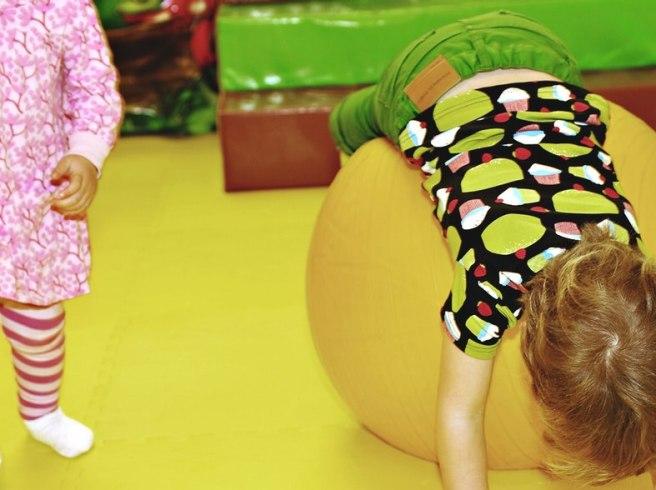 """""""Sluta stressa barnen med förskolans pedagogik – låt dem leka ifred"""""""