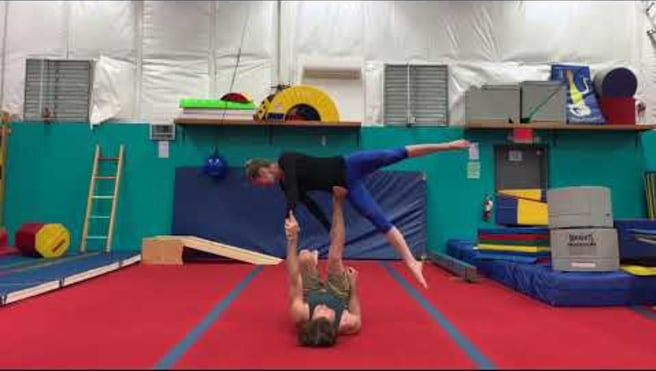 Acroyoga : Acro yoga