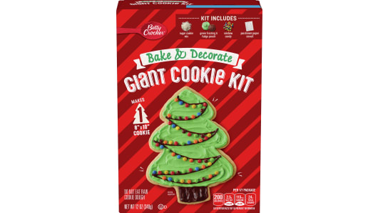 Betty Crocker™ Giant Tree Kit with Green Frosting, Fudge, and Sprinkles - Front