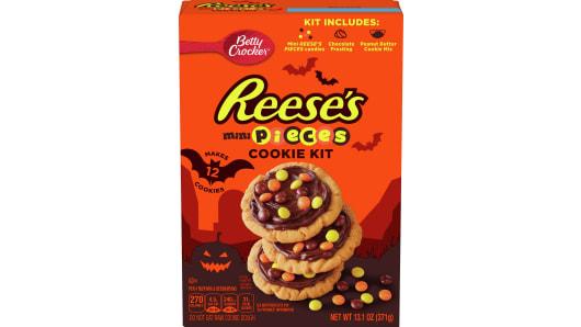 Betty Crocker Reese's Mini Pieces Halloween Cookie Kit - Front