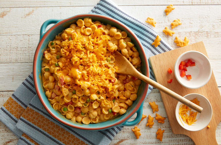 Mac and Cheese with Peppers and Peas