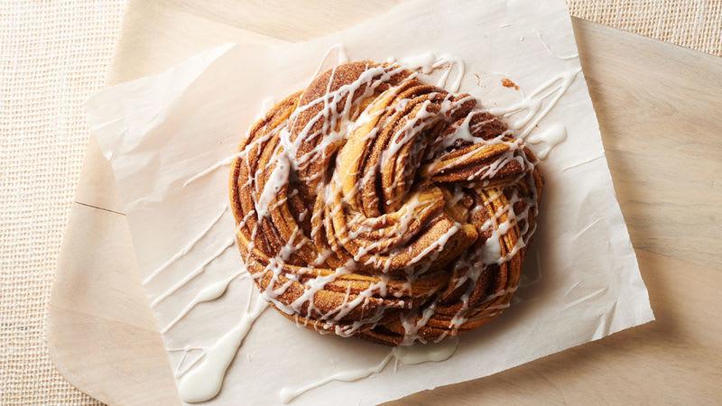 Pain torsadé de croissants au sucre et à la cannelle