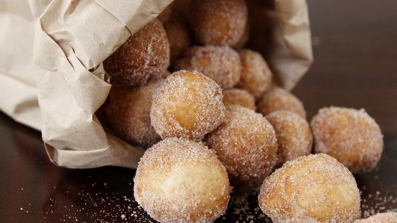 Mini beignets à la cannelle et au sucre