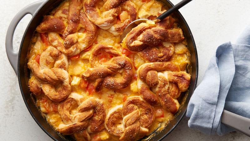 Pâté au poulet et au fromage garni de bretzels