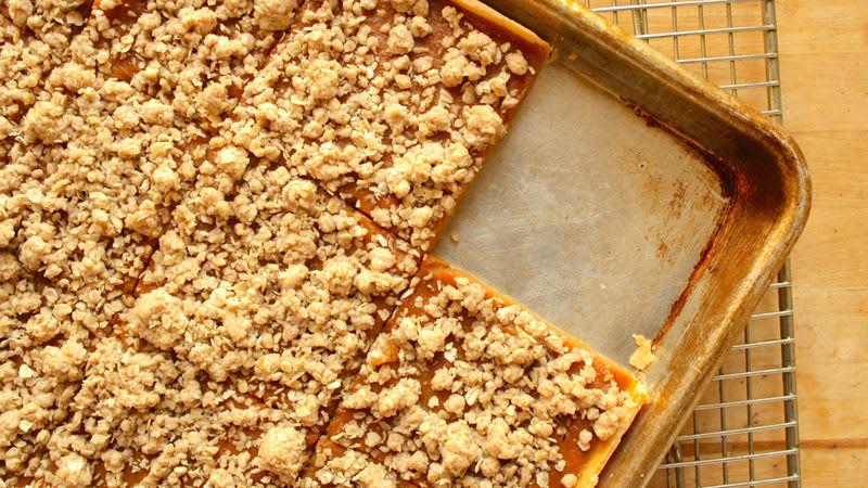 Pumpkin-Streusel Slab Pie