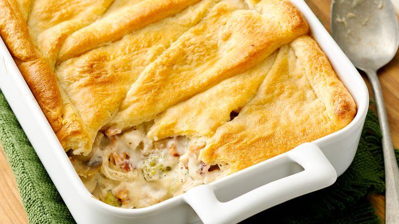 Casserole de croissants au poulet, brocoli et fromage
