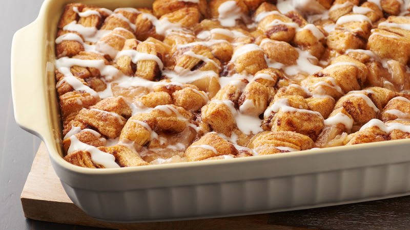Make-Ahead Apple Pie Cinnamon Roll Breakfast Bake
