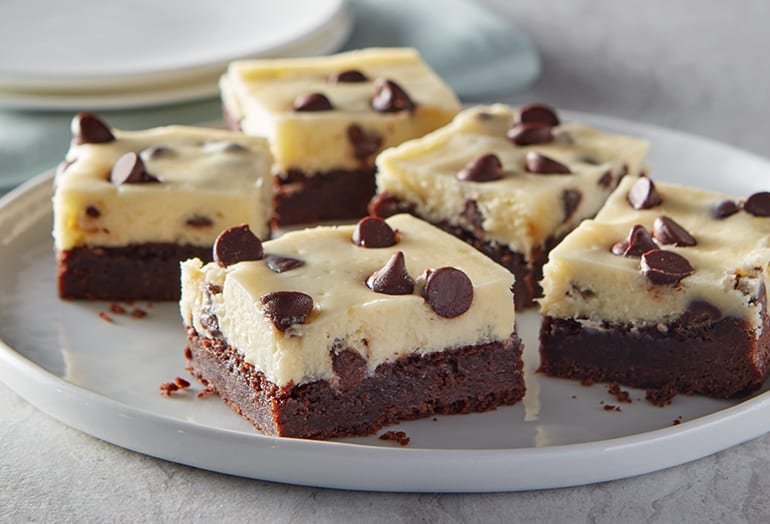 image of chocolate chip cheesecake brownies