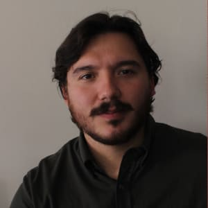Alonso Grajeda headshot