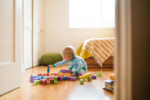toddler-playing-with-blocks