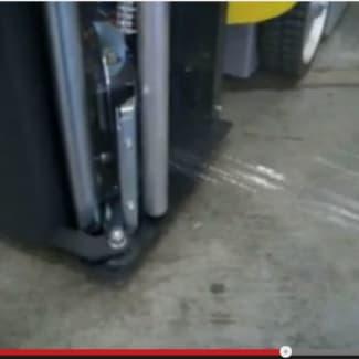 Robot avec coupe automatique du film