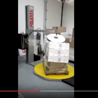 Filmeuse palette avec presse stabilisatrice et coupe automatique du film