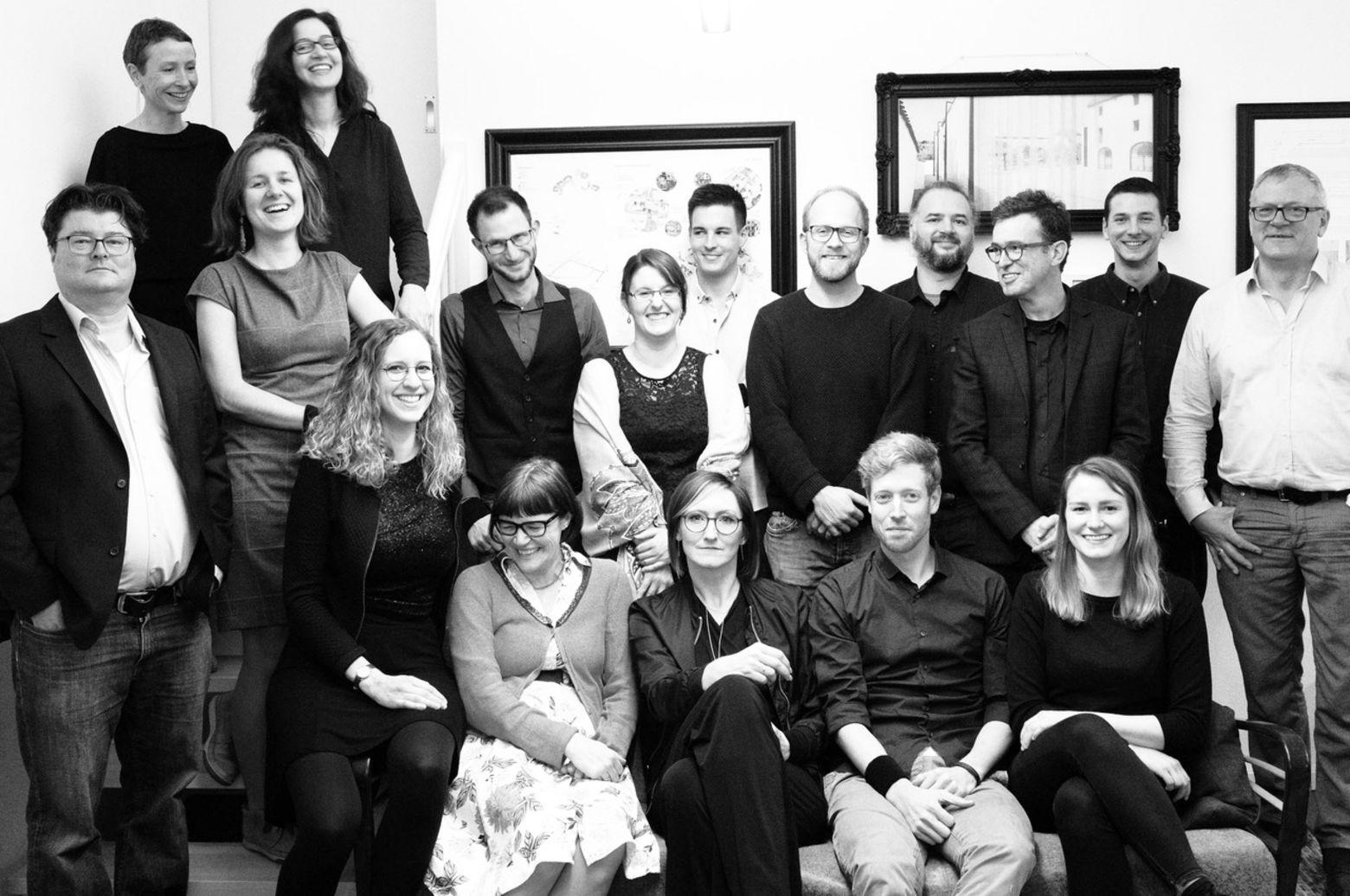 Gruppenfoto der Partner und Mitarbeiter von grabner huber lipp