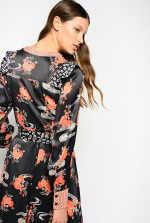日式花朵印花连衣裙