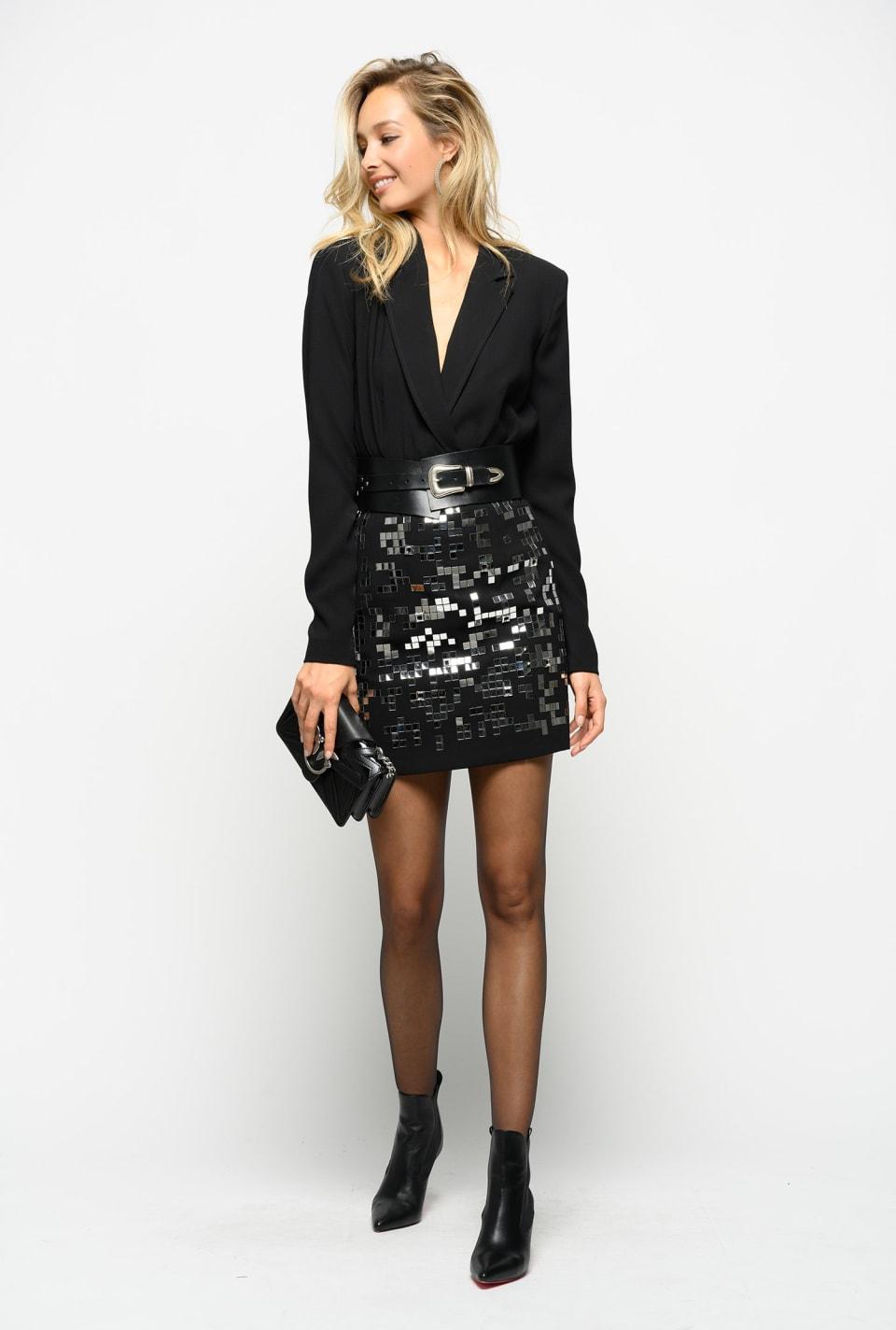 Minifalda con pequeños espejos