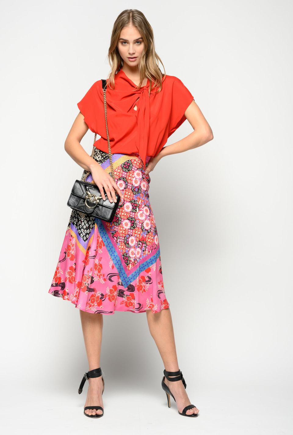 Falda con estampado patchwork oriental