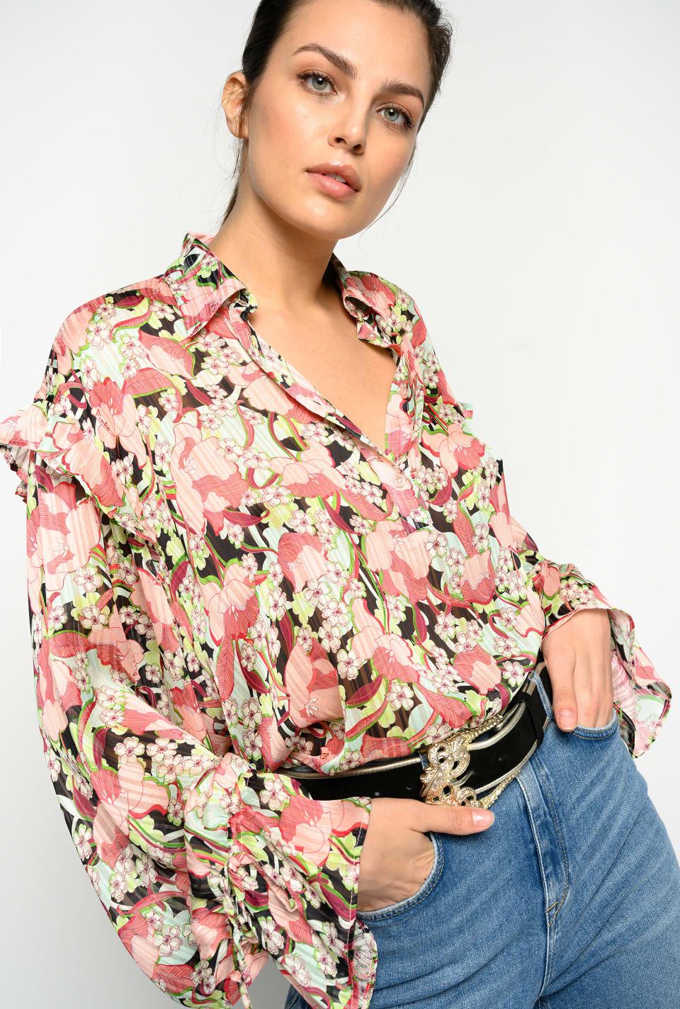 Camisa floral con frunces