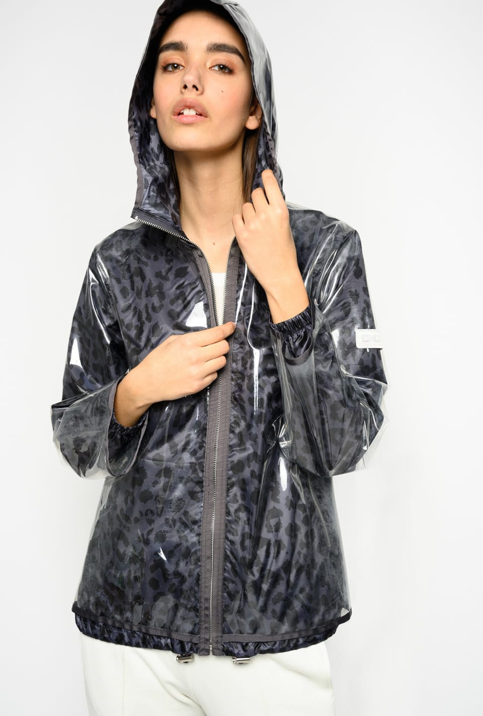 Short leopard-print raincoat
