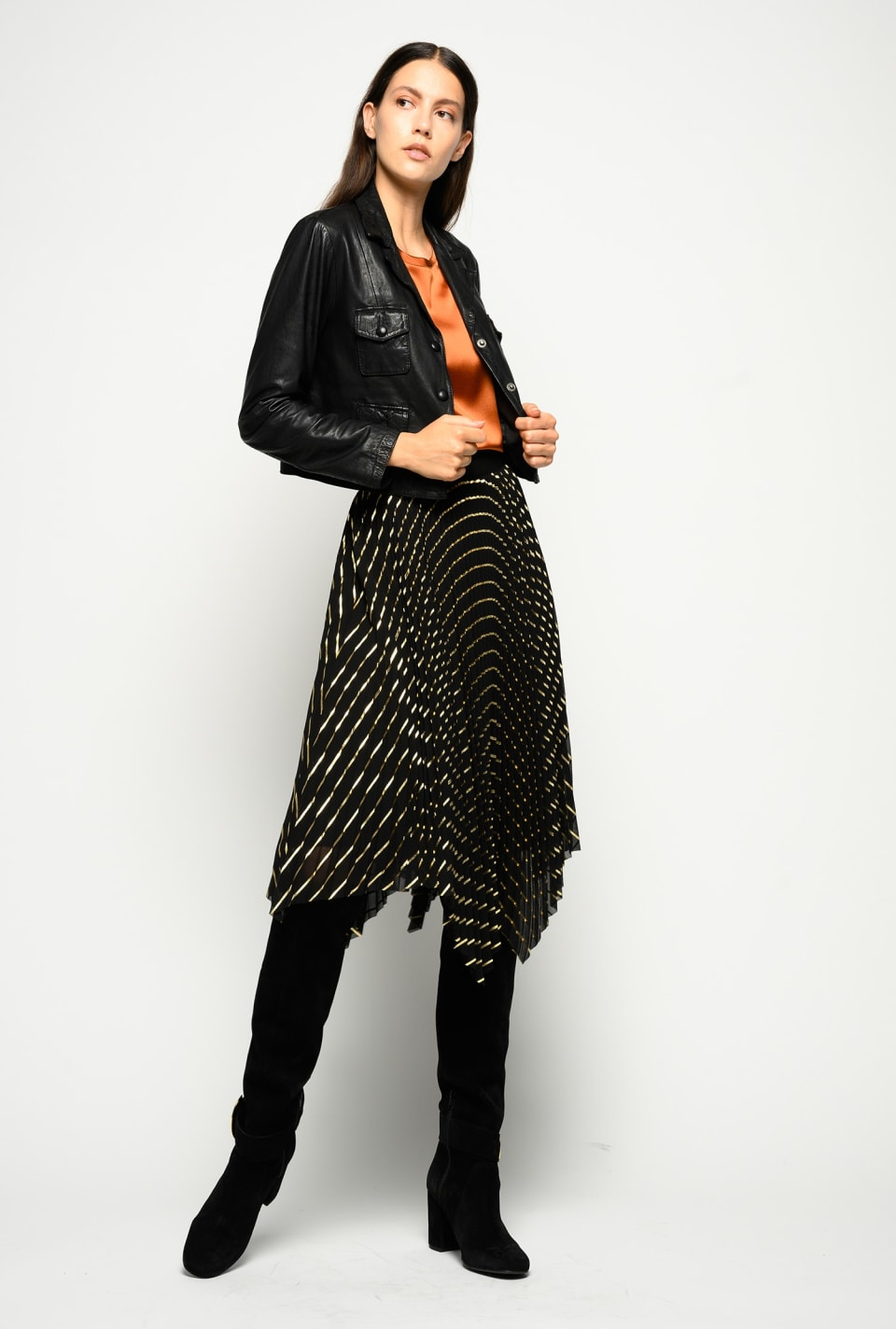 Pleated skirt with laminated stripes