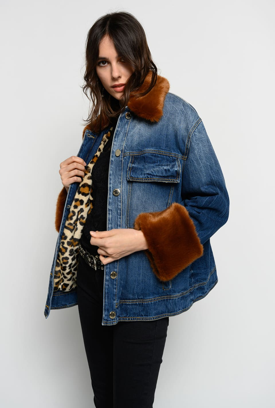 Jeans jacket with faux fur details