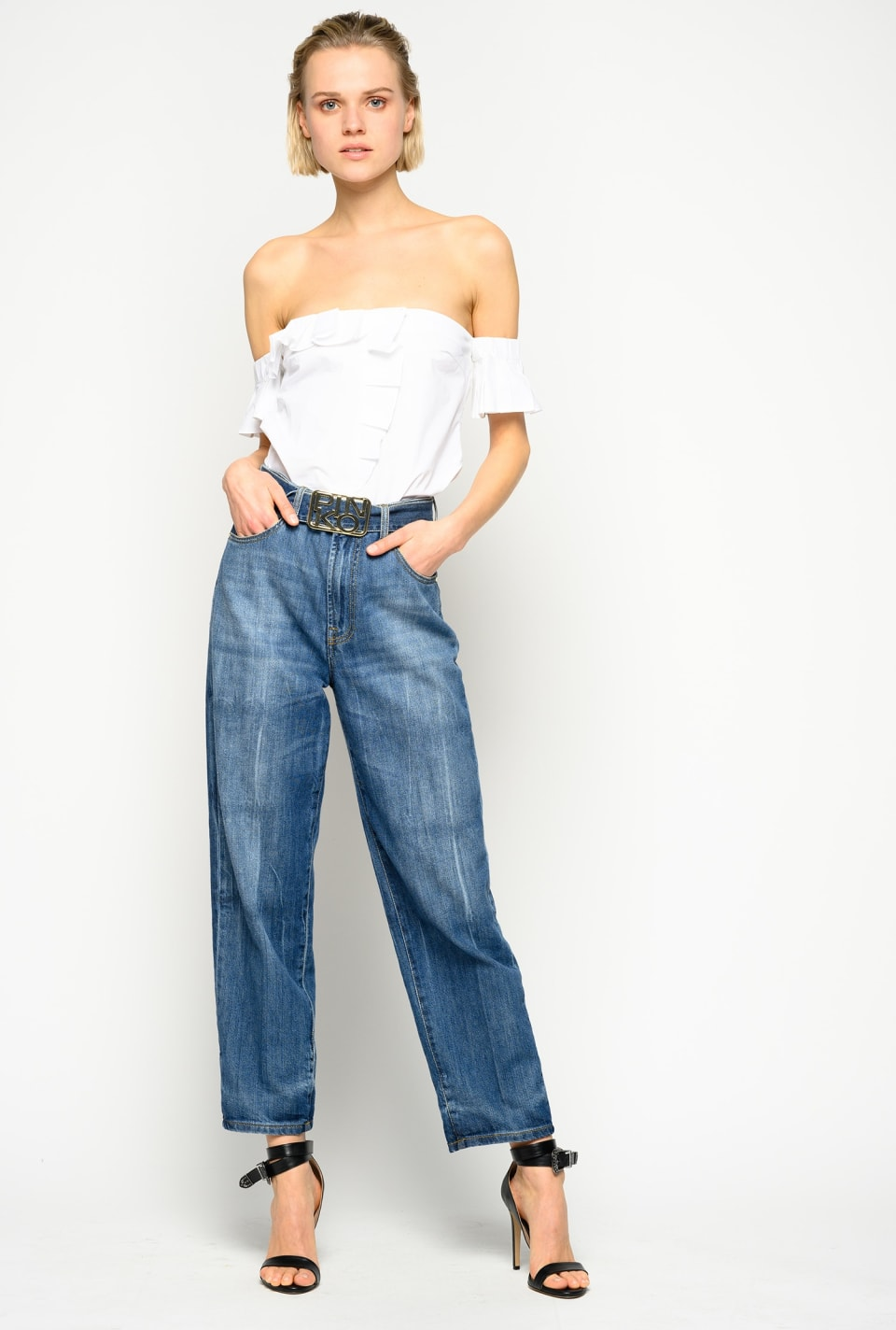 Mom-fit jeans with logo belt