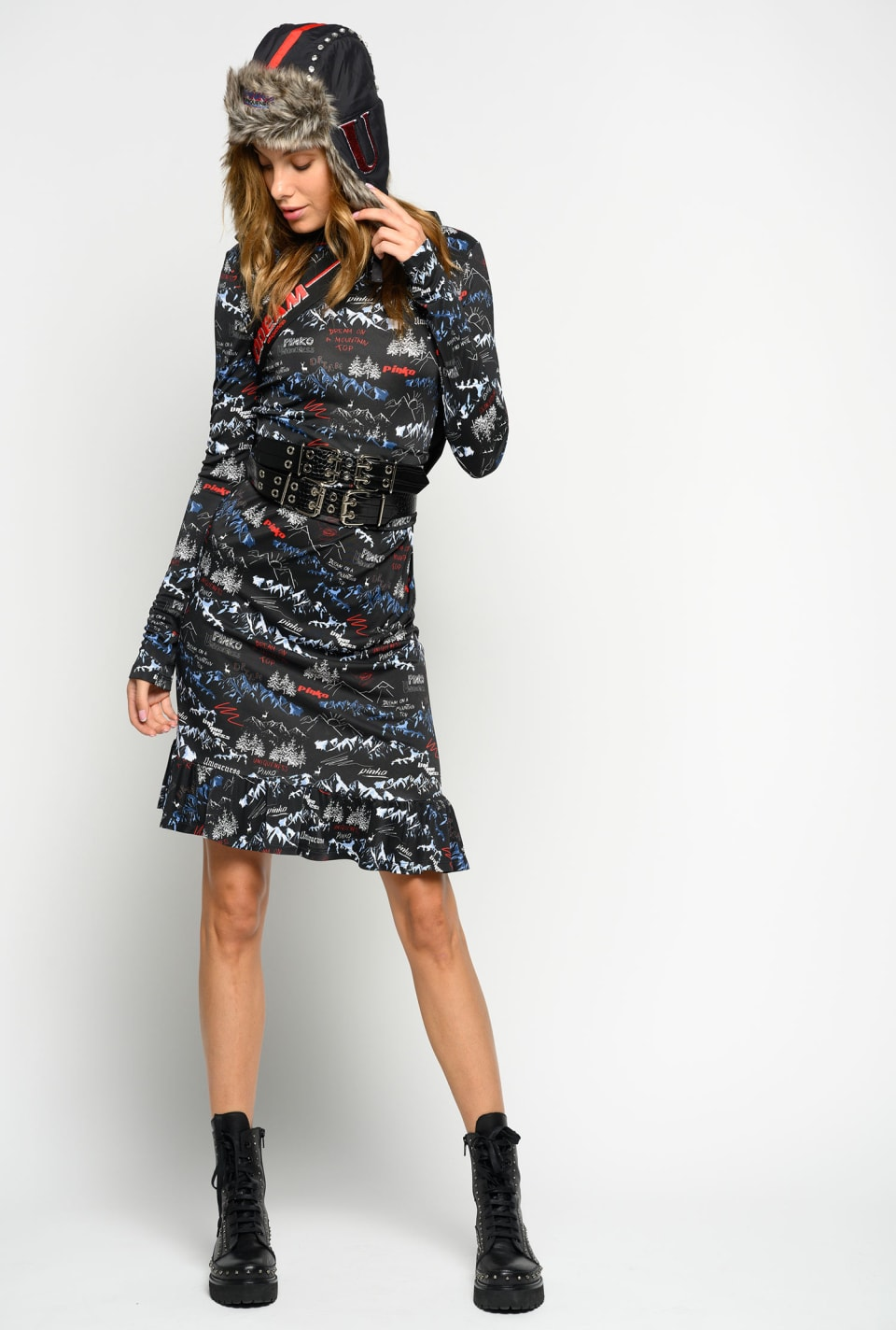 Figure-hugging dress with mountains print