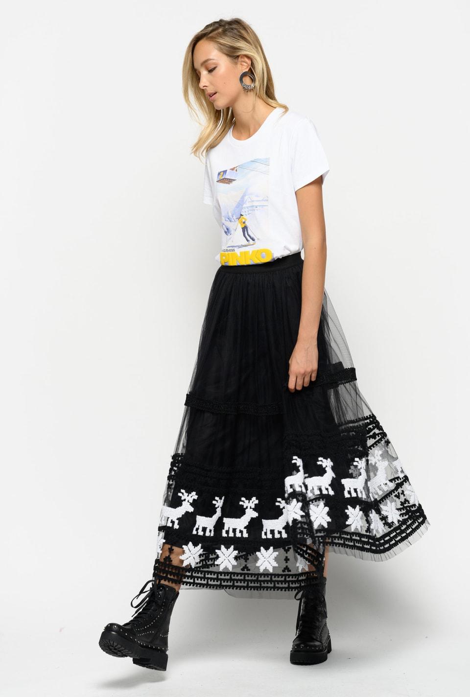 刺繍入りチュールによるスカート