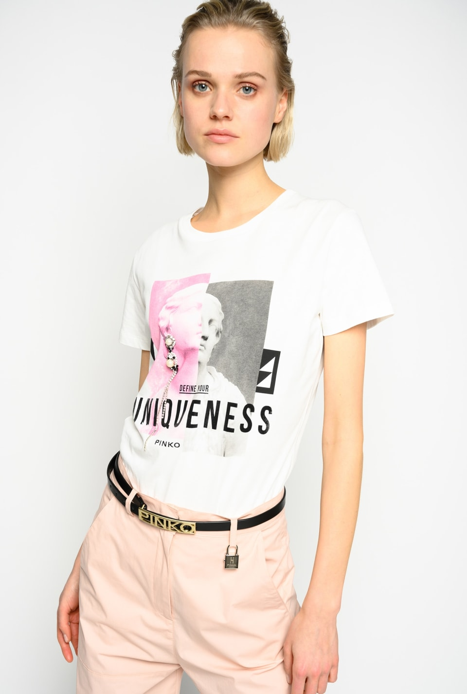 Define Your Uniqueness Tシャツ
