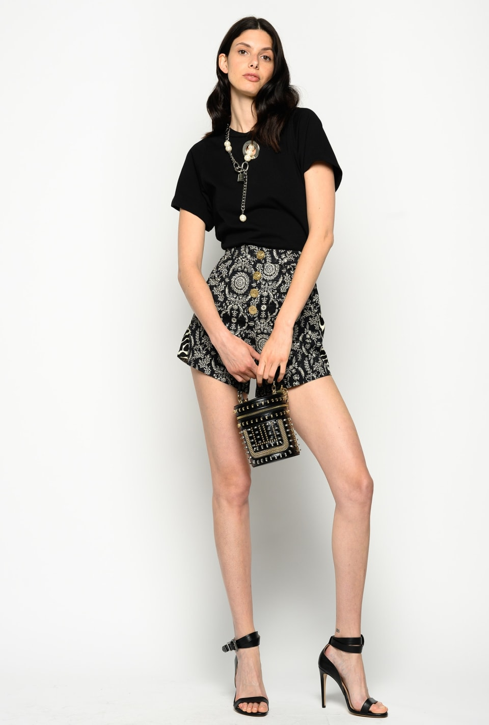 Shorts with carpet print