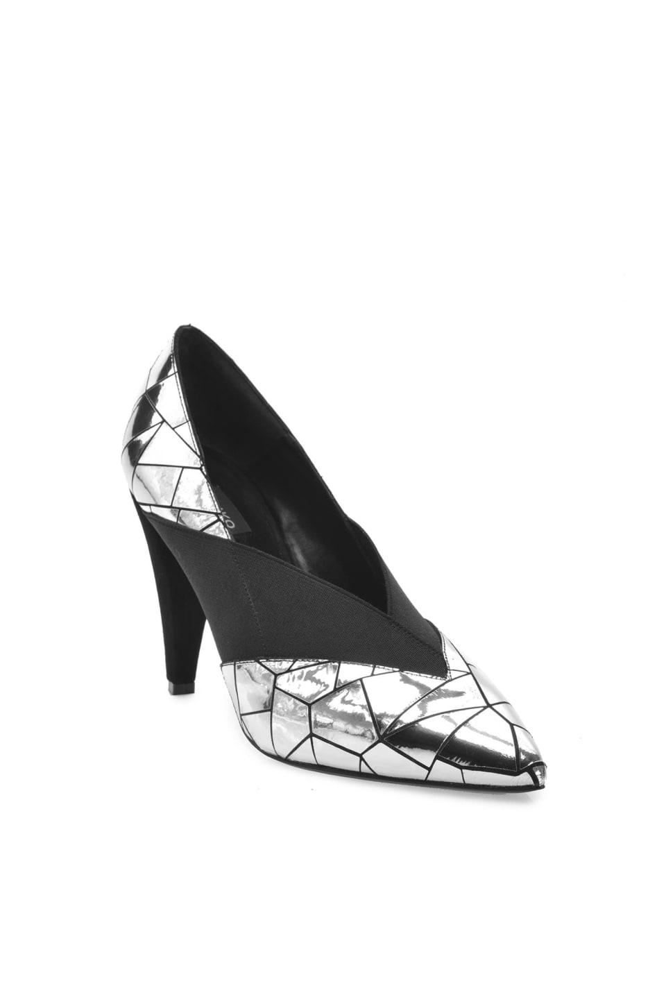 Zapato de salón de piel laminada