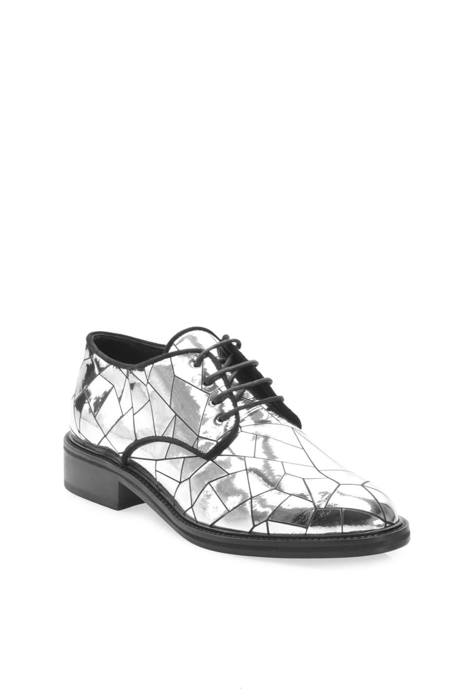 Zapatos con cordones de piel laminada