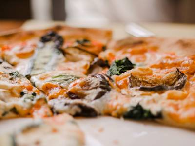 Enjoy the delicious chewy, savoury goodness of Neopolitan pizza at Sarracino in West Hampstead