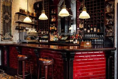 The Oak is a beautiful bar and restaurant  on the northern Edge of Notting Hill