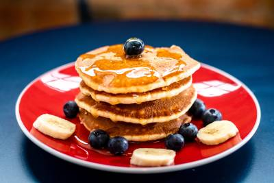 Try the delicious pancakes topped with fresh fruit at Java U cafe in Paddington