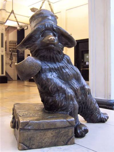 The cute Paddington Bear Statue is the perfect London photo opportunity (#beargoals?)